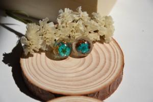 Orecchini a lobo in resina 'Turquoise flowers'
