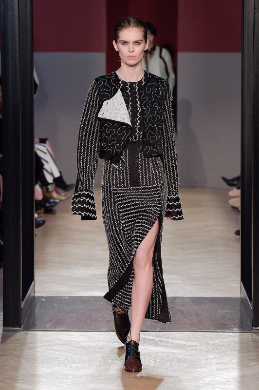grandi affari sulla moda rilasciare informazioni su massimo stile Gli accessori e i dettagli della collezione SPORTMAX ...
